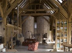 Feering Bury Farm Barn, em Feering, Essex, Reino Unido. Projeto por Hudson Architects. #arquitetura #arte #art #artlover #design #architecturelover #instagood #instacool #instadesign #instadaily #projetocompartilhar #shareproject #davidguerra #arquiteturadavidguerra #arquiteturaedesign #instabestu #decor #architect #criative #interiores #estilos #combinações #feeringburyfarmbarn #feering #essex #reinounido #hudsonarchitects
