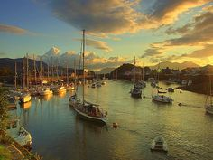 Dawn over Porthmadog Harbour, Gwynedd About 20 minutes drive from Cadair View Lodge accommodation Wales Uk, North Wales, Wales Snowdonia, Anglesey, Places To Travel, Places To See, Snowdonia National Park, Places Of Interest, Great Britain