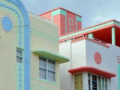 Perhaps the most iconic on this list, Miami Beach's Historic District comprises the largest collection of Art Deco architecture in the world. To transform Miami into an ultramodern and luxury tourist Arte Art Deco, Moda Art Deco, Estilo Art Deco, Miami Art Deco, Art Nouveau, Miami Beach, South Beach, Miami Florida, Art Deco Pictures