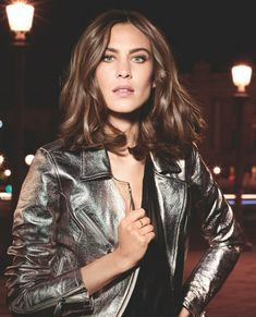 Alexa Chung Scored A Major Beauty Deal With L'Oreal Professionnel - female Alexa Chung Style, Alexa Chung Hair, Alexa Chung Makeup, Blonde Bob Haircut, Blonde Lob, Marie Claire, Loreal Professionnel, Langer Bob Blond, Ketogenic Diet