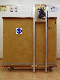 Vertical panel saw Table Saw Jigs, Diy Table Saw, Make A Table, Workshop Storage, Diy Workshop, Woodworking Workshop, Woodworking Projects, Table Saw Station, Panel Saw
