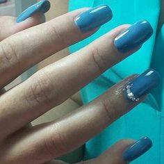 Clienta: Laura Duran, set estructurado en acrílico azul añil y decorado con Swaroskys.