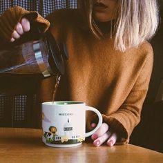Image about coffee in Conceitual by Averyx on We Heart It Street Style Vintage, Autumn Aesthetic, Aesthetic Yellow, Aesthetic Themes, Pumpkin Spice, Coffee Shop, Coffee Cozy, Seasons, In This Moment