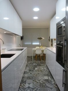 Equilibrio entre estilos. Cocina de Marta. Mobilirario Santos serie Line-L. RENOVA INTERIORS https://www.facebook.com/pages/Renova-Interiors/509602039094184