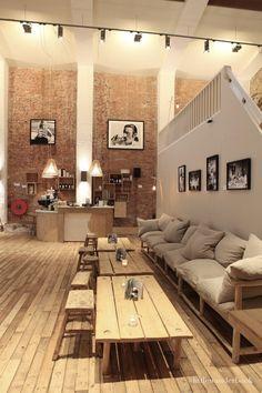CT Coffee & Coconuts Amsterdam - die Kissen und Sitzhöhe sind hier zu unpraktisch und niedrig, aber man sieht, dass Kissen hier und da gleich einen Unterschied machen