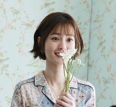 Ulzzang Short Hair, Korean Short Hair, Korean Celebrities, Celebs, Shot Hair Styles, Bob Styles, Summer Makeup, The Girl Who, Medium Hair Styles