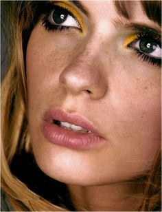 The freshness of freckles and the luxe look of a mustard lid beneath a full brow is exquisite!