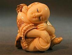 Small hand carved ivory Japanese Netsuke