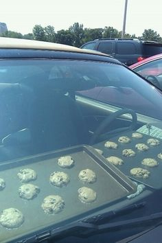 baking cookies in your car... is this serious?
