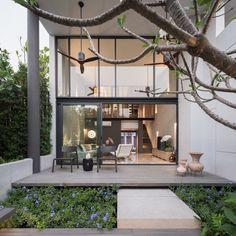 Modern Townhouse designed by baan puripuri