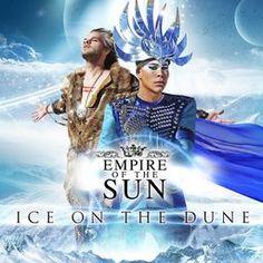 """Empire Of The Sun, le duo pionnier de l'électro pop, sera de retour avec son nouvel album """"Ice On The Dune""""! En 2008, deux des musiciens/producteurs les plus en vue d'Australie – Luke Steele (The Sleepy Jackson) et Nick Littlemore (Pnau) - ont créé une sorte de monde parallèle, une aventure psychédélique post-apocalyptique connue sous le nom d'Empire Of The Sun. Pour ce nouvel album """"ICE ON THE DUNE"""", le groupe a collaboré à nouveau avec l'équipe de « WALKING ON A DREAM »"""