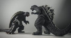 X-Plus Godzilla 2001 vs. Superman Wonder Woman, Batman And Superman, Spiderman, Monster Punch, Giant Monster Movies, Godzilla Toys, Japanese Monster, Horror Monsters, King Kong