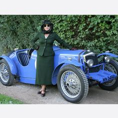 Ariadne Oliver (Zoe Wanamaker), like Agatha Christie, loved her car. This photo was taken during the filming of Cards on the Table (2005).