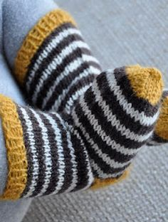 cute baby socks ~ great way to use up some of my sock yarn leftovers Knitting For Kids, Knitting Socks, Knitting Projects, Baby Knitting, Crochet Projects, Start Knitting, Knit Socks, Knitting Patterns, Crochet Patterns