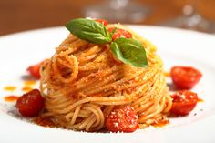 Traditional Italian Spaghetti with Spicy Cherry Tomato Sauce (Spaghetti con Sugo Piccante di Pomodorini) | A great classic dish of spaghetti and sweet cherry tomatoes with a kick! An authentic Italian recipe from our kitchen to yours. Buon Appetito!
