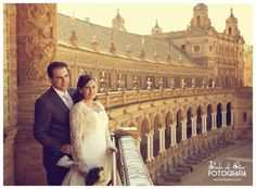 Spanish Wedding Photographer Boda de Cine photographs Fernando and Carmen's spectacular wedding at Ayuntamiento de Sevilla with stunning phtoographs at Plaza de Espana Sevilla and wedding reception at Salones Moraima.
