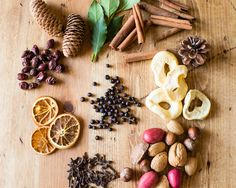 3 Easy, DIY Ways to Make Your House Smell Like Fall | http://hellonatural.co/3-easy-diy-fall-scents/