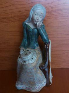 Figura porcelana Costurera      Marca  Inglés