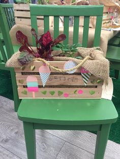 DIY - Garden Boxes: With the sun shining and the warmer weather inviting us all outside, it's no surprise that gardening comes to mind. Easy Crafts For Kids, Easy Diy Crafts, Homemade Beauty Recipes, Garden Planter Boxes, Best Mothers Day Gifts, Cool Diy Projects, Holiday Crafts, Diy Gifts, Creative