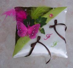 Coussin alliance mariage papillon fuchsia, déco anis et chocolat