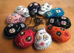 Experimentalk: How to make an embroidered pincushion (funny sugar skull).