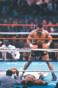 Mike Tyson v Josh Minton. Always wanted to see how fast Mike Tyson could beat me in a fight. Kickboxing, Muay Thai, Jiu Jitsu, Fitness Body Men, Combat Boxe, Boxing Posters, Sport Nutrition, Boxing History, Boxing Champions