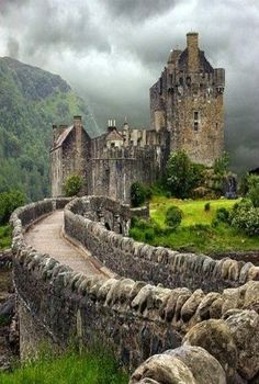 Eilean Donan Castle in the Scottish Highlands. Castle Hotels In Ireland, Castles In Ireland, Scotland Castles, Scottish Castles, Beautiful Castles, Beautiful Places, Uk And Ie Destinations, Places To Travel, Places To Visit