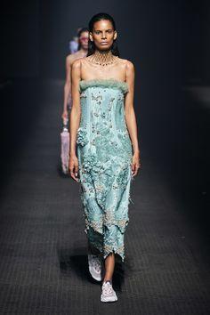 Kenzo Spring 2020 Ready-to-Wear Fashion Show - Vogue 2020 Fashion Trends, Fashion Week, Fashion 2020, Look Fashion, Runway Fashion, Fashion Design, Queen Fashion, 3d Fashion, Ladies Fashion