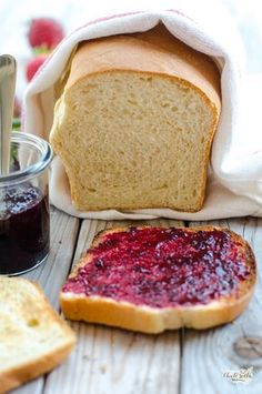 domácí toastový chléb Bread Recipes, Cooking Recipes, Bread And Pastries, Russian Recipes, Ciabatta, Cornbread, Food Inspiration, Toast, Food And Drink