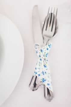 Colorful napkin tied with string around silverware sets. Pick them up and go.