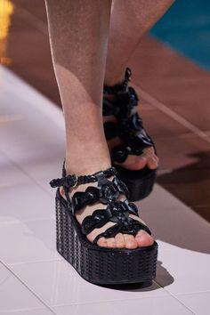 Prada Spring, Creative Shoes, Unique Shoes, Fab Shoes, Me Too Shoes, Women's Shoes, Vogue Paris, Shoes For School, Runway Shoes