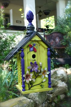 garden art birdhouse- way too bright for me, but I like the ideas on how they made it! :)