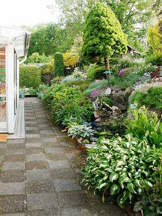 Rinteen kukkaloistoa Outdoor Landscaping, Outdoor Gardens, Outdoor Decor, Hosta Gardens, Garden Living, Yard Design, Garden Inspiration, The Great Outdoors, Landscape Design