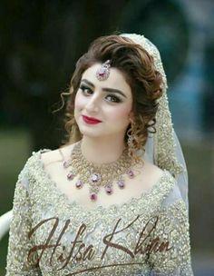 Pakistani Bridal Makeup, Pakistani Wedding Dresses, Bridal Lehenga, Indian Bridal, Bridal Dresses 2017, Bridal Outfits, Pakistan Bride, Bridal Makeover, Bridal Photoshoot