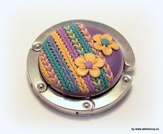 Handbag holder with knitting from polymer - tutorial is here -http://atelierlucy.cz/navody-a-napady/navody-napady/polymerove-hmoty/110-opleteny-hacek-na-kabelky by Lucy Struncova (atelier lucy)
