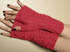 Eldiven nasil yapilir/Yarim eldiven - YouTube Crochet Mittens, Crochet Gloves, Knit Crochet, Fingerless Gloves Knitted, Knitted Hats, Loom Knitting, Hand Knitting, Half Gloves, Learn How To Knit