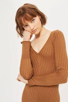 Ribbed midi dress with v-neck. 53% Viscose, 47% Acrylic. Machine wash.