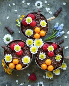 Extra-Schokoladiges Oster-Porridge – Pflanzliche Ernährung Muesli, Kakao, Vegan Breakfast, Acai Bowl, Super, Food, Fruit Recipes, Easter Chocolate, Vegetarian