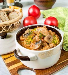 Апдейт фото к рецепту от 06.03.2011.Это очень простой и довольно быстрый рецепт для теплого семейного ужина. Использование свиной вырезки позволяет сократить до минимума время приготовления блюда.Такое мясо очень хорошо подавать с картофельным пюре или отварным рисом, плюс, по желанию, с каким-нибудь салатом из свежих овощей.Ингредиенты на 4 порции:500 г свиной вырезки2 ст.л. сладкой паприки400 г [...]