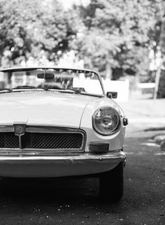 A chic and stylish 1973 MGB Roadster engagement session by Speer Images