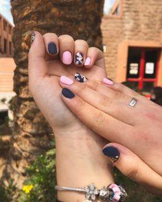 Esmaltado permanente chile uñas nails blue foil beauty nice pink Blue Nails, Chile, Pink, Beauty, Enamels, Blue Design, Chili, Hot Pink, Chilis
