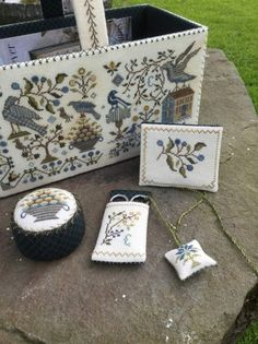 Surface embroidery ideas to stitch Cross Stitch Sampler Patterns, Cross Stitch Samplers, Cross Stitch Designs, Cross Stitch Bird, Cross Stitching, Cross Stitch Embroidery, Fabric Covered Boxes, Embroidery Tools, Embroidery Ideas