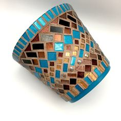 Custom 8 Mosaic Handpainted Terracotta Flower Pot with Matching Mosaic Border Mosaic Stepping Stones, Pebble Mosaic, Mosaic Diy, Mosaic Crafts, Mosaic Projects, Stone Mosaic, Mosaic Glass, Mosaic Tiles, Mosaic Planters