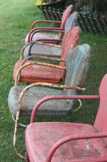Oh yeah . Old lawn chairs, eating outside, iced tea, talking and playing 'til lightening bugs came out, as did the mosquitos who eventually drove us into the house! Vintage Love, Vintage Metal, Retro Vintage, Vintage Items, Vintage Patio, Vintage Stuff, Antique Metal, Vintage Kitchen, Metal Lawn Chairs
