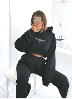 outfits with sweatpants & outfits - outfits for school - outfits with leggings - outfits with air force ones - outfits casuales - outfits aesthetic - outfits for summer - outfits with sweatpants Cute Lazy Outfits, Sporty Outfits, Mode Outfits, Retro Outfits, Simple Outfits, Summer Outfits, Girl Outfits, Fashion Outfits, Fashion Tips