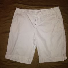 Gap White Cropped Pants Size 10 Excellent condition.  Cropped white Gap pants. Land right below the knee. One pocket in back and two on the side. GAP Pants Capris
