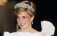 """Mitte November ist es endlich so weit! Dann soll die vierte Staffel der hochgelobten Serie """"The Crown"""" über die britische Königsfamilie endlich weitergehen. Dass sich die Royals an der Netflix-Produktion"""