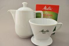 Kleine Vintage Melitta Kaffee Kanne und Kaffeefilter Handfilter aus Keramik Porzellan 3 Loch 102 60er Jahre Kaffeezubereiter, 1 - 6 Tassen. von ShabbRockRepublic auf Etsy