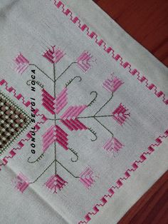 This Pin was discovered by Hül Hardanger Embroidery, Cross Stitch Embroidery, Hand Embroidery, Embroidery Designs, Palacio Bargello, Blackwork, Bordado Floral, Stitch Design, Crochet