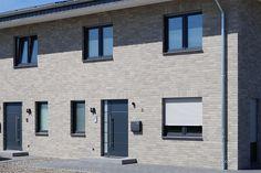 AARHUS weißgrau, weißgrau – Röben Tonbaustoffe GmbH Aarhus, Facade House, Ikea, Garage Doors, Sweet Home, Roben, House Design, Outdoor Decor, Iphone Wallpaper